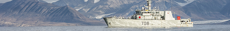 Her Majesty's Canadian Ship MONCTON sits at anchor in Pond Inlet, Nunavut during Operation QIMMIQ on August 21, 2015. Photo: Corporal Felicia Ogunniya, 12 Wing Imaging Services SW2015-0226-734 ~ Le Navire canadien de Sa Majesté MONCTON est à l'ancre à Pond Inlet, au Nunavut, au cours de l'opération QIMMIQ, le 21 août 2015. Photo : Caporal Felicia Ogunniya, Services d'imagerie de la 12e Escadre SW2015-0226-734